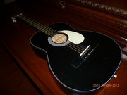 продам черную  гитару с чехлом