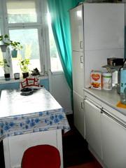 Продаю Стол кухонный c Пеналом для посуды