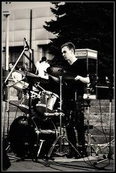 Обучаю игре на барабанах