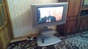 Телевизор Panasonic с стеклянной подставкой