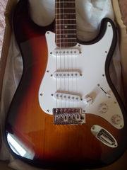 продам электро гитару fender