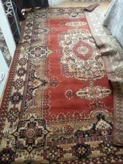 Продам ковёр натуральная 100%шерстяной. В хорошем состоянии.