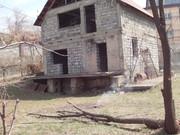 продам земельный участок  в р-не Баганашила с недостроенным домом