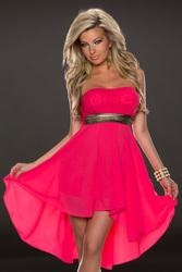 Малиновое платье со шлейфом и красивым поясом