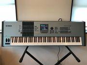 Yamaha Motif XS8,  Pioneer CDJ-2000 turntable,