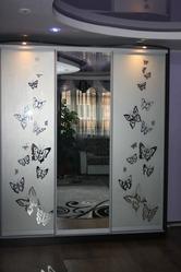 шкаф-купе с зеркальными дверями на заказ в Алматы