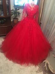 Продам 2 свадебных платья красное и белое